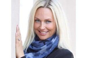 Eva Christiansen bekommt Geld dafür, dass sie bei ihrer Bank einen Kredit aufnimmt